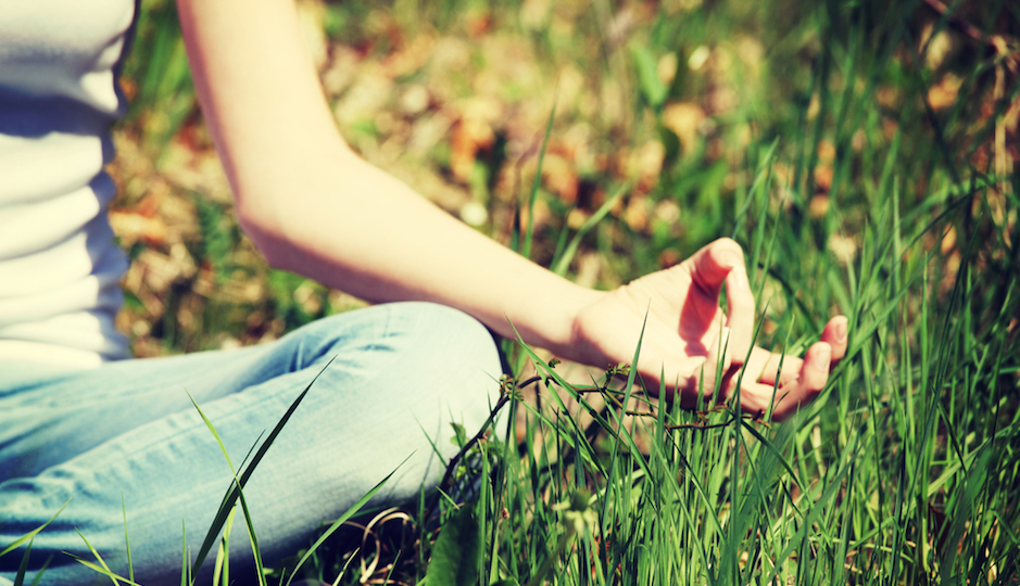 meditator_girl_grass
